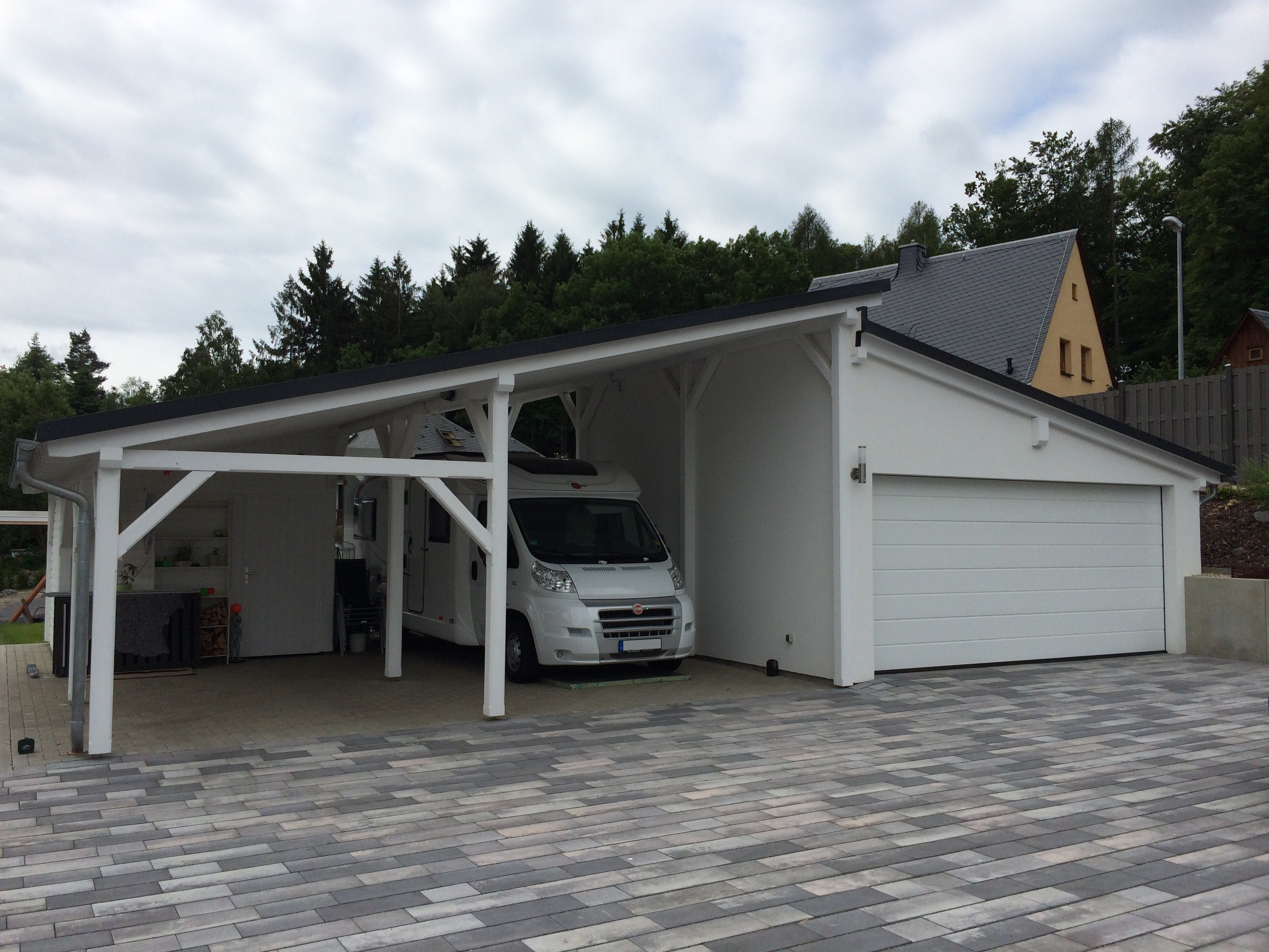 garage mit carport top carport vor with garage mit. Black Bedroom Furniture Sets. Home Design Ideas