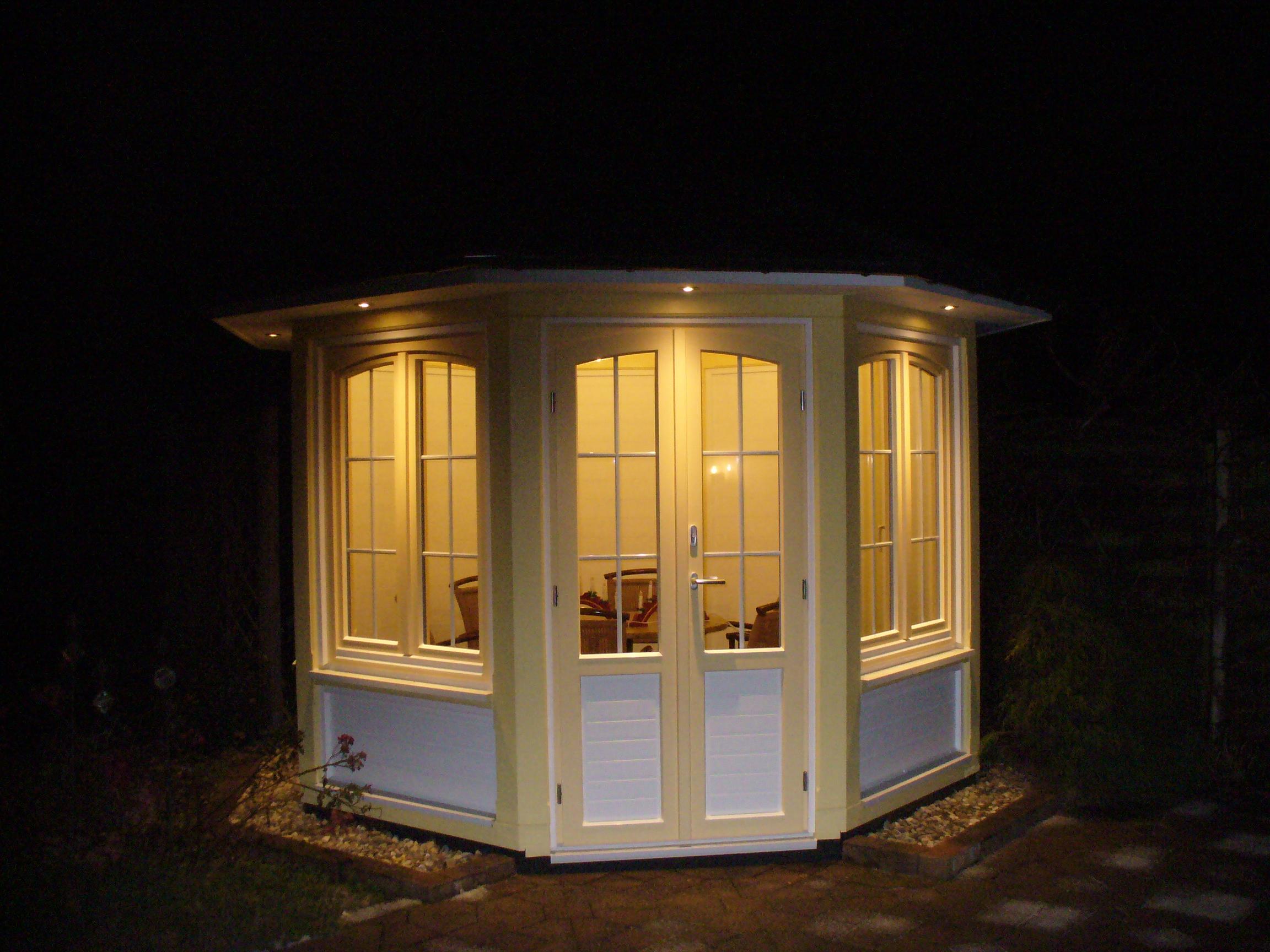 die fenster des pavillons sind auf mehreren weisen besonders diese fenster und auch die t r. Black Bedroom Furniture Sets. Home Design Ideas